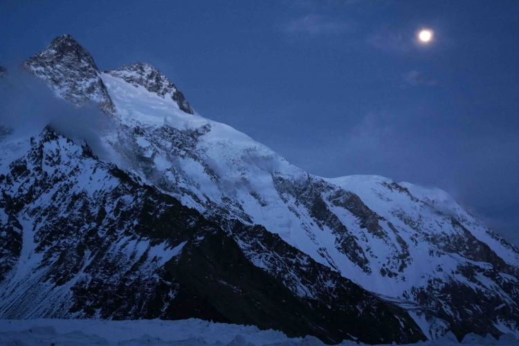 6 Summits Challenge Expedition Continues Attempt  To Break World Climbing Record